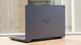Intel revela Horseshoe Bend, un concepto extraño con una pantalla OLED plegable de 17 pulgadas