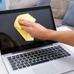 Limpie la pantalla y el teclado de su computadora portátil: cómo desinfectar su computadora portátil de manera segura