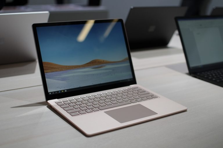 Microsoft Surface Laptop 3 frente a Apple MacBook Air: ¿qué computadora portátil gana?