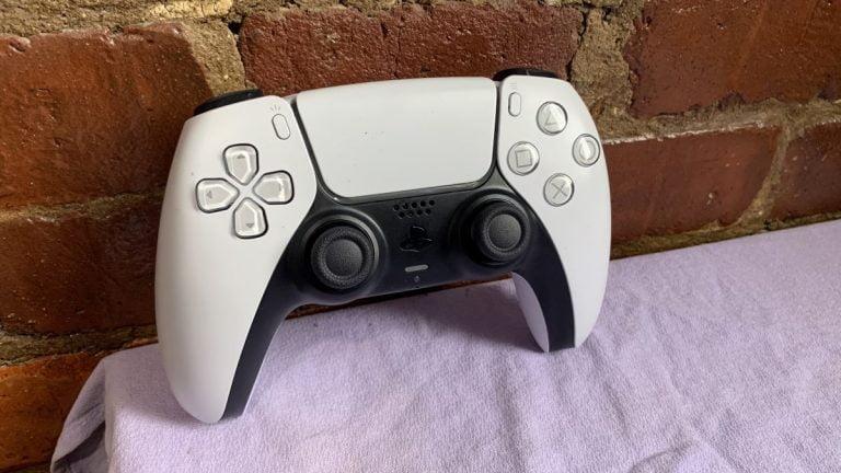 La patente de PS5 puede tener IA que imita el comportamiento de los jugadores y toma el control de sus controladores.